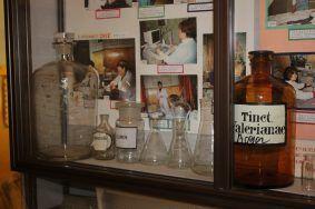 Стенд, посвященный аптечному производству. Фото: Мария Канина