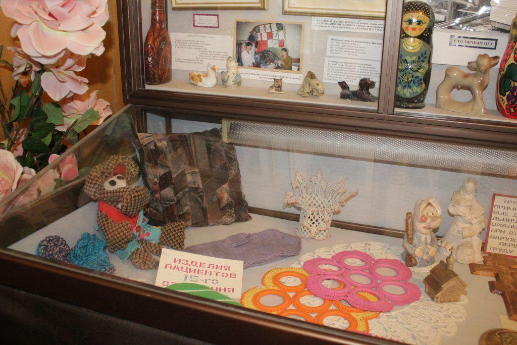 Изделия, выполненные пациентами 15-го отделения в рамках трудовой терапии. Фото: Мария Канина