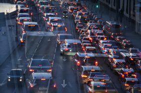 Москва встала в девятибалльных пробках. Фото: Александр Кожохин