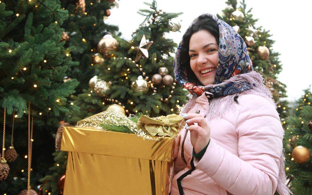 Нарядные новогодние ели установят на трех улицах Нагатина-Садовников. Фото: Наталия Нечаева, «Вечерняя Москва»