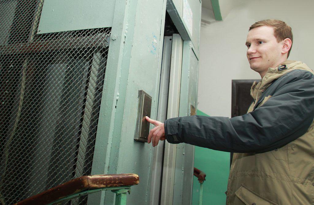 Более 20 лифтов заменят в Нагатинском Затоне в 2020 году. Фото: Наталия Нечаева, «Вечерняя Москва»