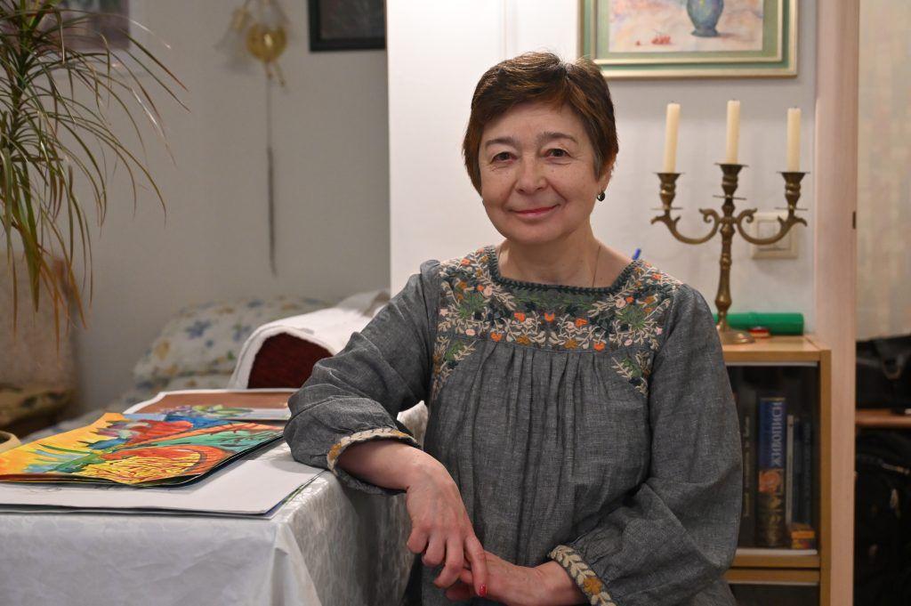 Ирина Лось начала заниматься живописью, когда вышла на пенсию. Фото: Алексей Орлов