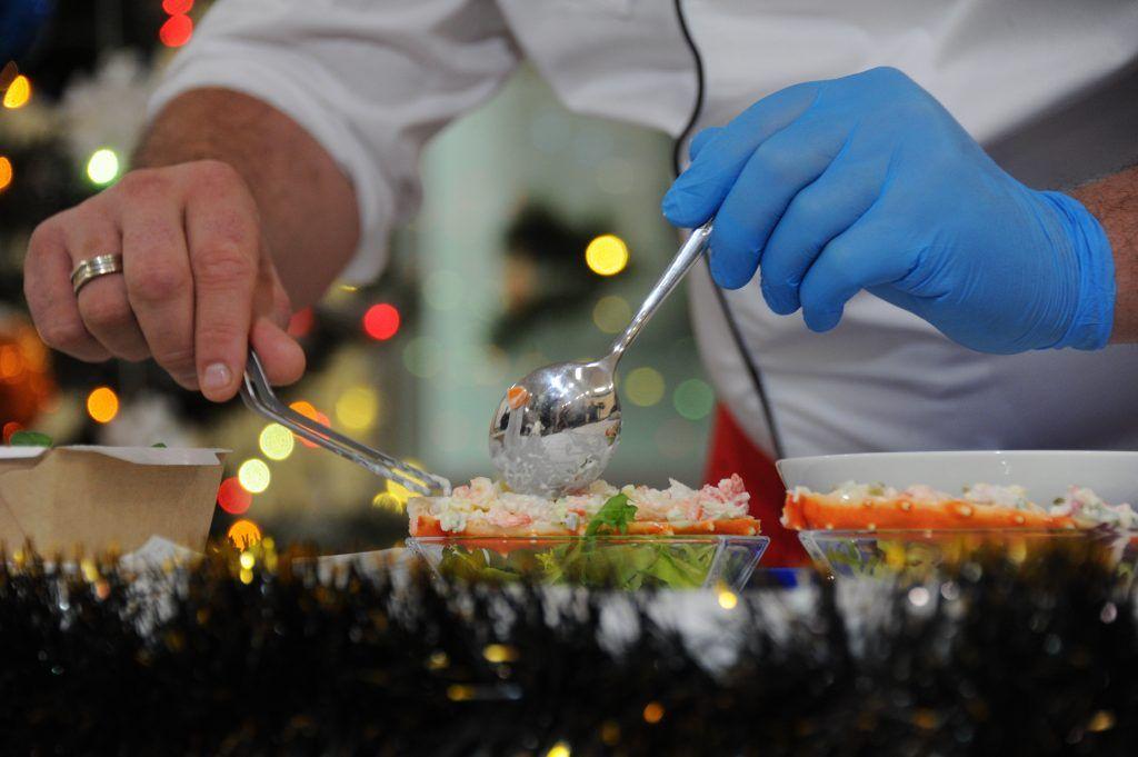 МосГИК: новогодние салаты хранятся не более суток. Фото: Светлана Колоскова, «Вечерняя Москва»