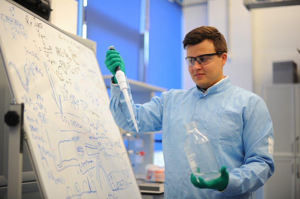 Ученые Национального исследовательского ядерного университета совместно с коллегами разработали «умные» материалы. Фото: Светлана Колоскова