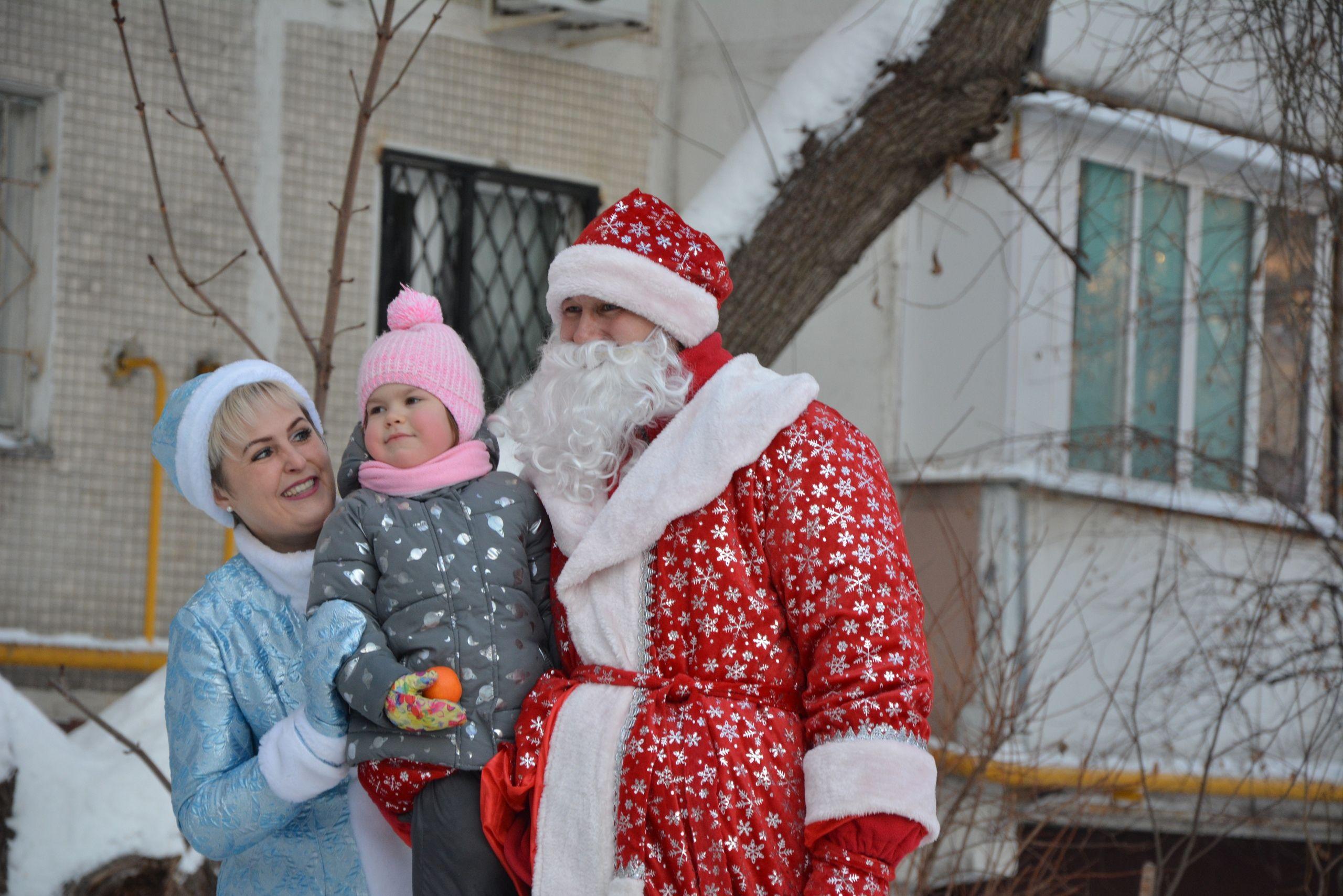 Деды Морозы и Снегурочки поздравят жителей Орехова-Борисова Южного