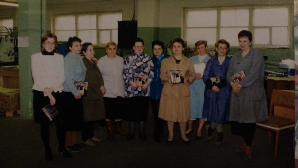 1996 год. Татьяна Моргунова с коллегами в типографии. Фото из личного архива