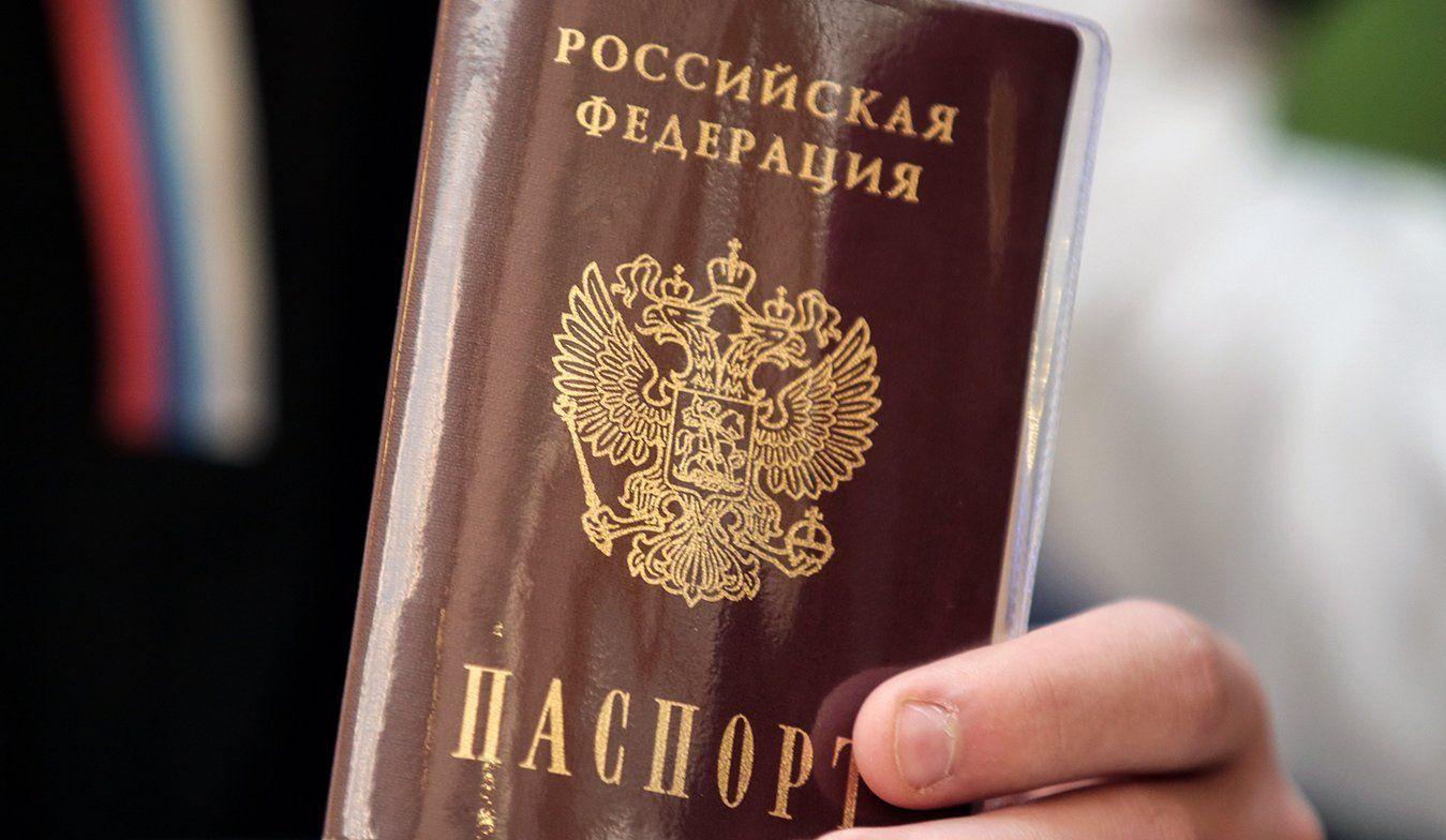 Юные москвичи смогут получить первые паспорта в торжественной обстановке