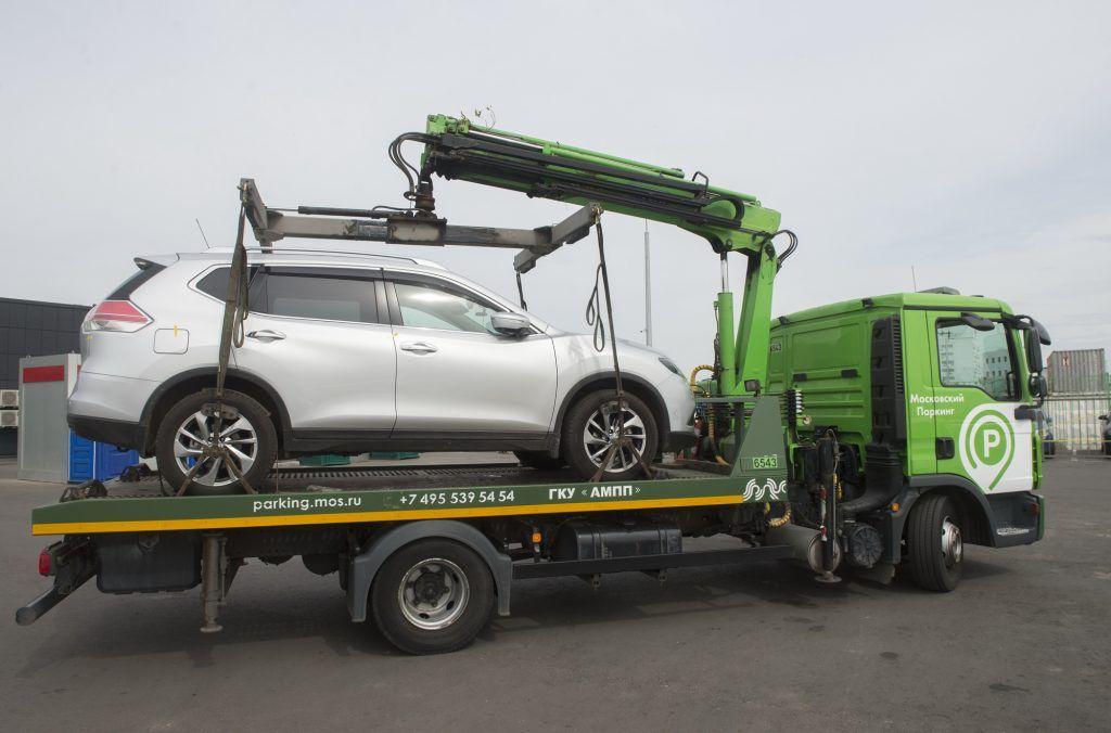 Автомобили 25 москвичей эвакуировали не менее пяти раз за год