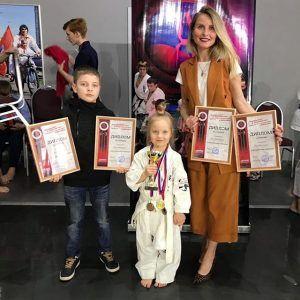 2019 год, Химки. Жена Елена и сын Артем поддержали Викторию, которая участвовала в соревнованиях по карате.