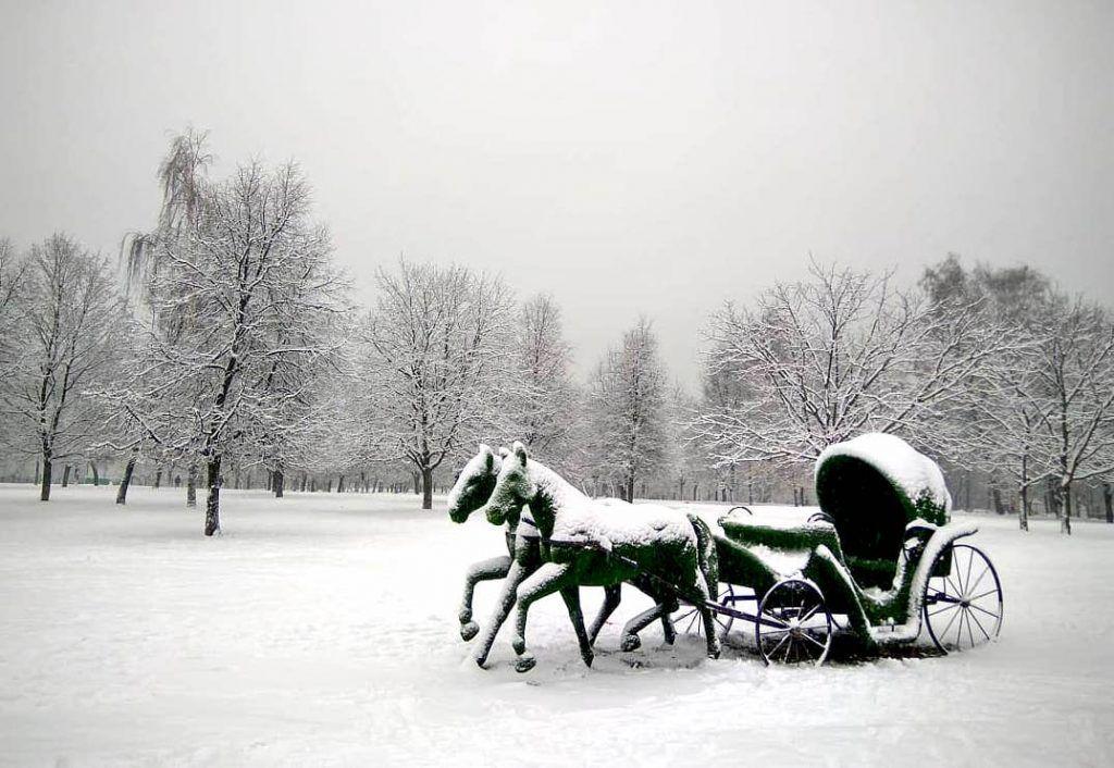 Два белых коня: зима пришла в музей-заповедник «Царицыно»