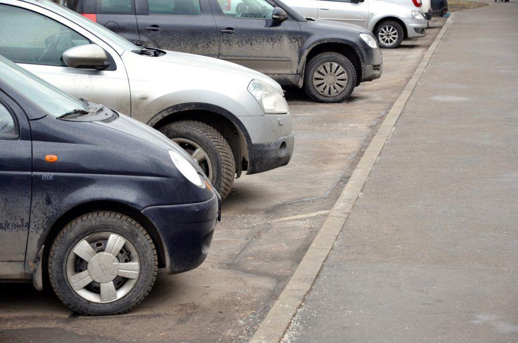 Асфальт на парковочных карманах обновят в Орехове-Борисове Южном. Фото: Анна Быкова