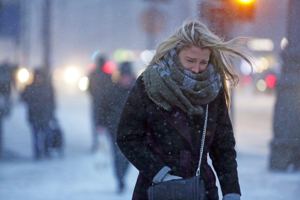 Порывистый ветер и снег обрушатся на Москву