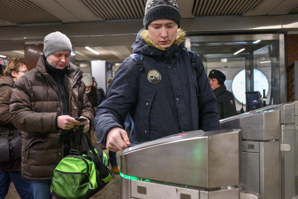 Москвичей попросили пересесть на метро и МЦК из-за снегопада