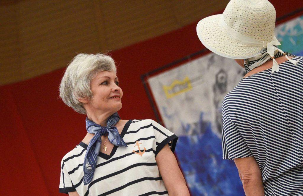 Участницы «Московского долголетия» смастерят украшения из галстуков. Фото: Пелагия Замятина, «Вечерняя Москва»