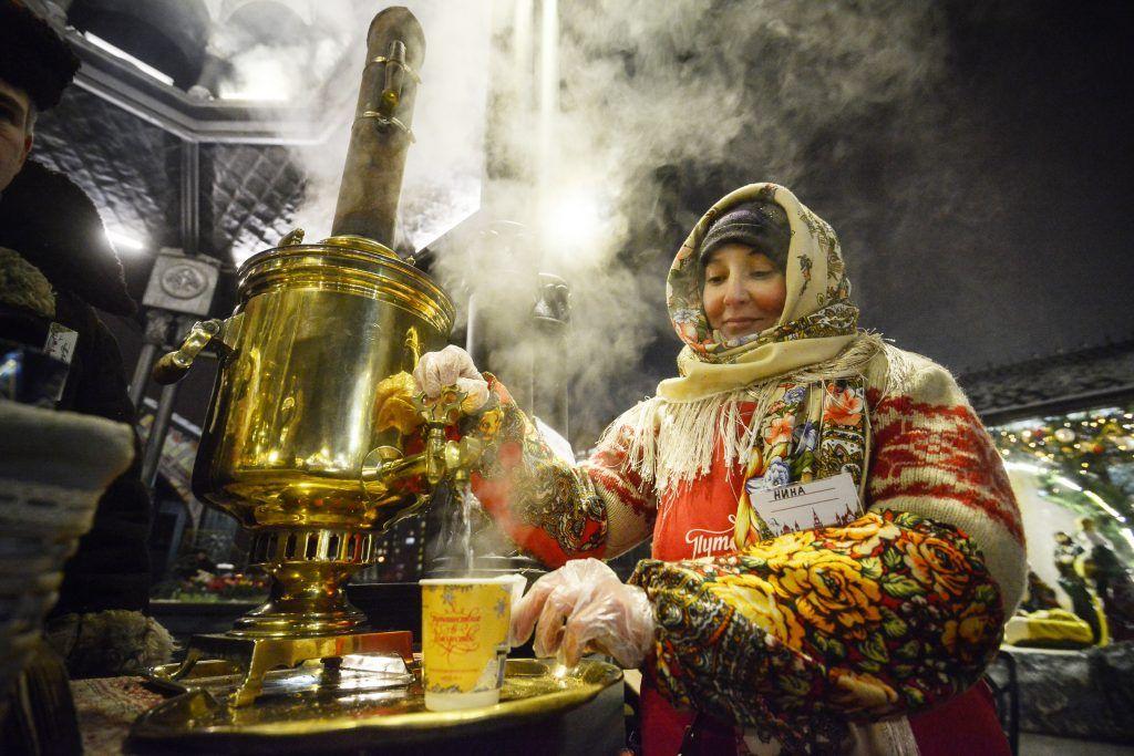 Москвичи приготовят брецели и сбитень под конец фестиваля «Путешествие в Рождество»