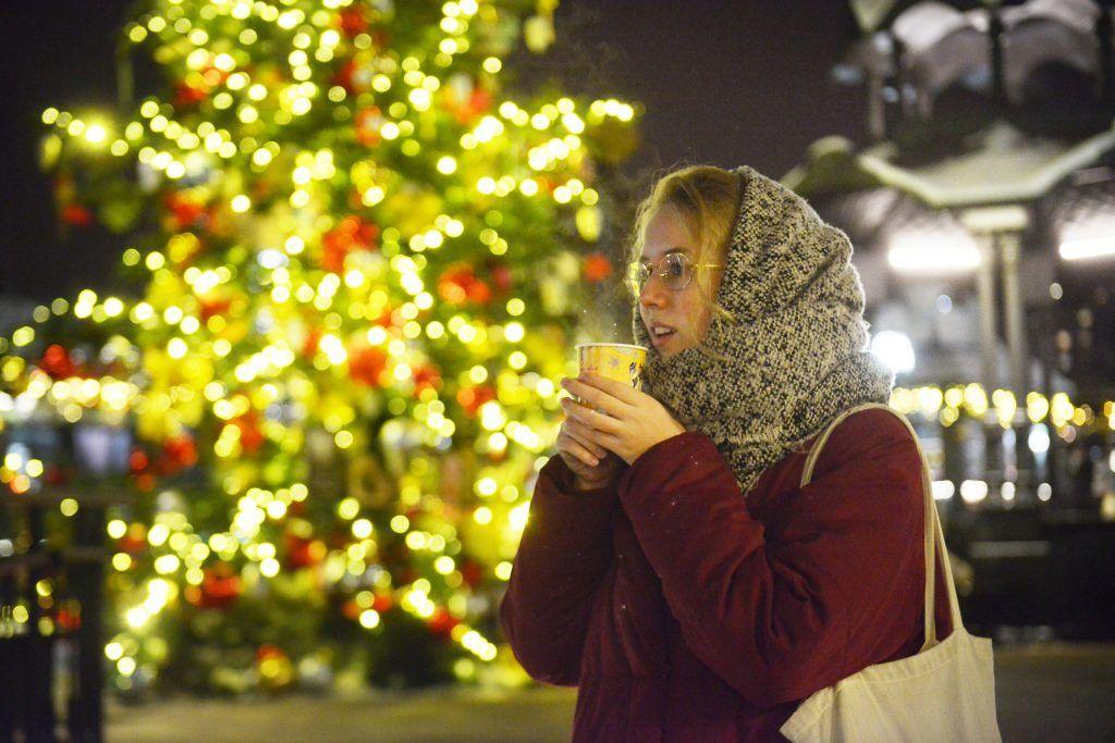Гостей «Путешествия в Рождество» научат варить французский напиток крюшон
