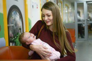 Ежемесячная выплата положена всем семьям с детьми до трех лет. Фото: архив, «Вечерняя Москва»