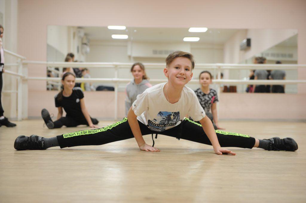 Юных жителей района Братеево учат танцам