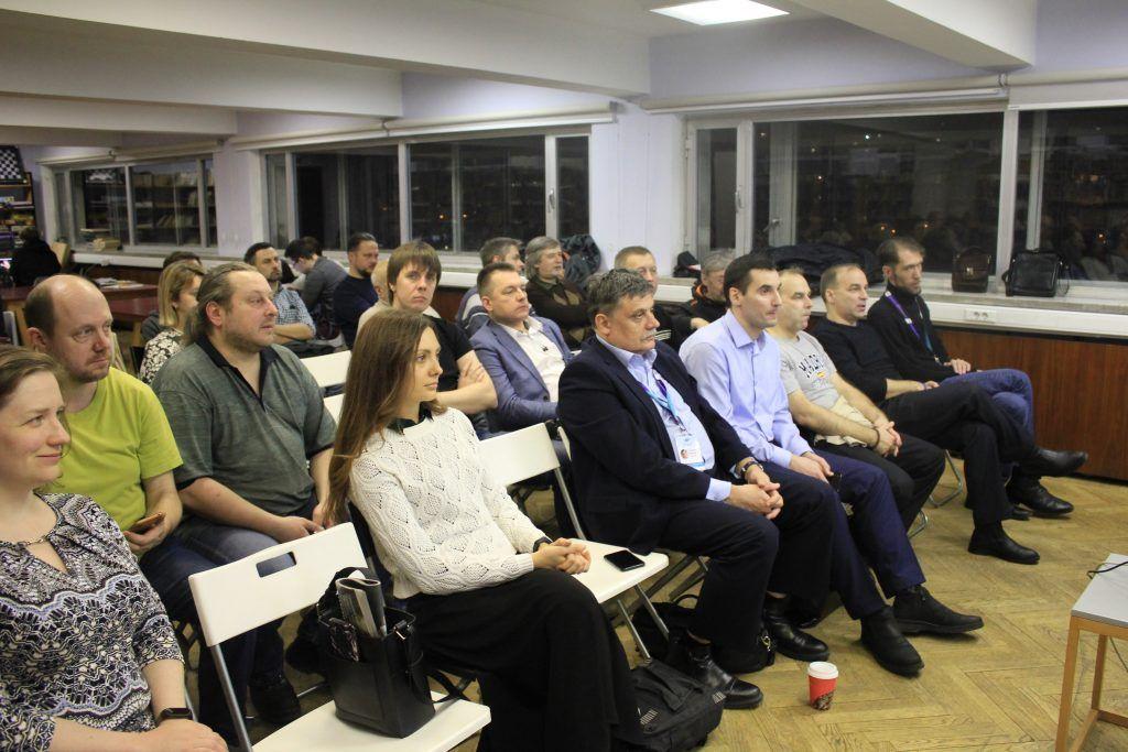Участники клуба и гости меропрития с интересом слушают лекцию. Фото: Мария Канина