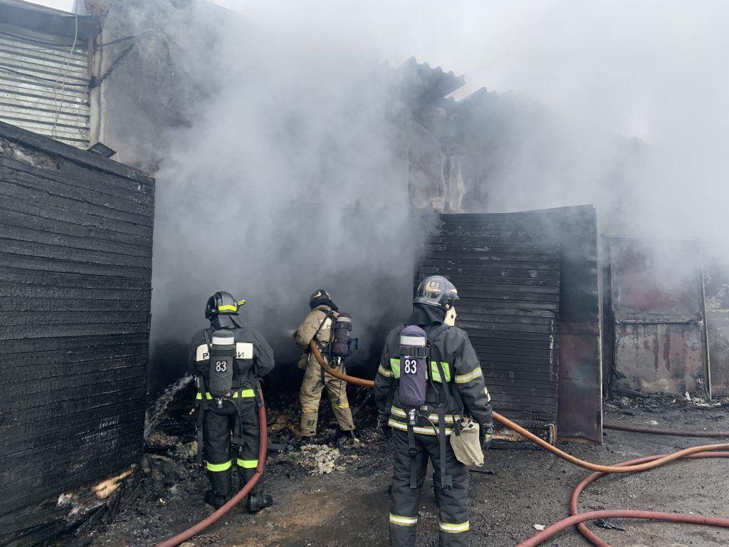 Огнеборцы потушили пожар в Загорьевском проезде