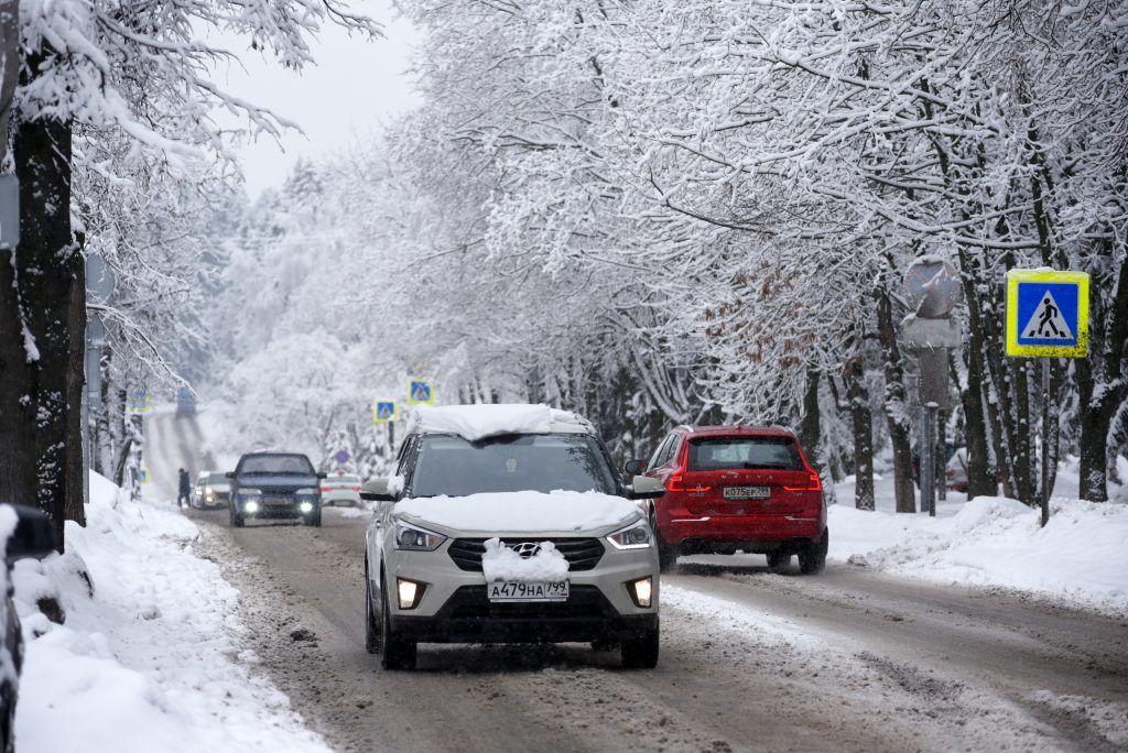 Водителей Москвы пригласили в метро из-за снегопада и пробок