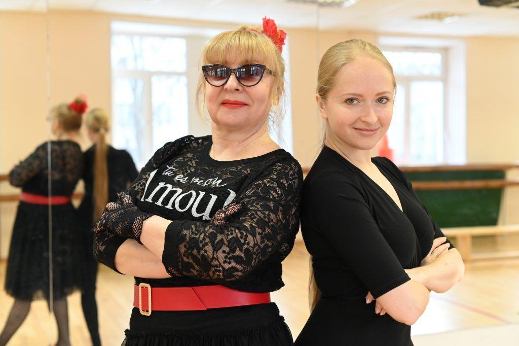 Участница программы «Московское долголетие» Людмила Катаенкова с преподавателем Аленой Гузеевой