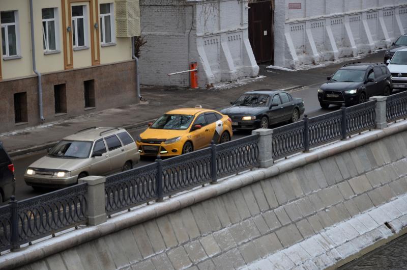 Движение на нескольких улицах Москвы перекроют в дни проведения рождественских служб