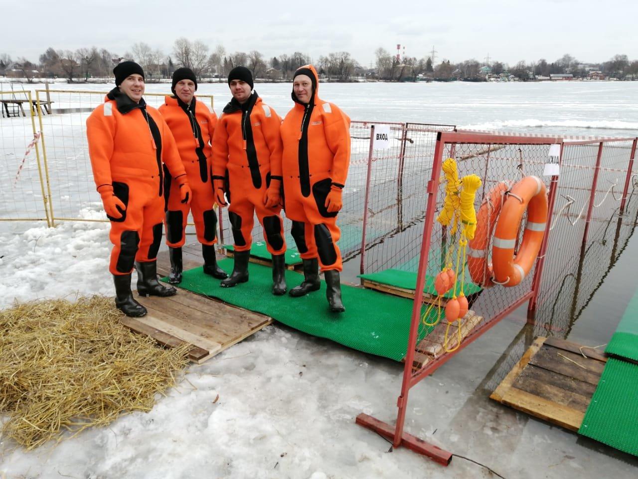 Спасатели Москвы провели подготовку к крещенским купаниям  ситуациям и пожарной безопасности города Москвы
