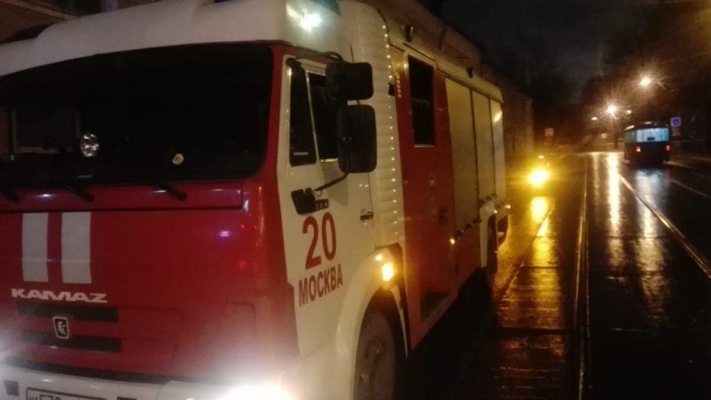 Пожарные ЮАО в новогодний вечер спасли на пожаре 8 человек 2 из которых дети