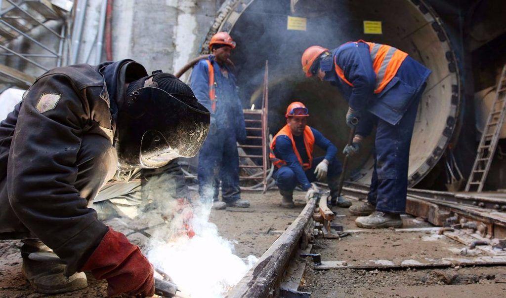 Демонтаж архитектурной отделки начали на Каховской линии