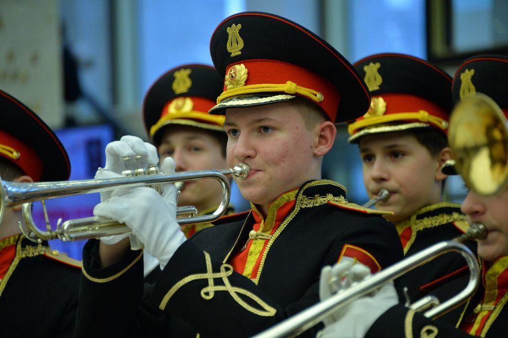 Играй, оркестр, музыку Победы