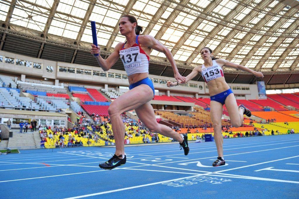 Наталья Назароваво время забега на эстафете 4х400 среди женщин (2, слева). Фото: Photoxpress