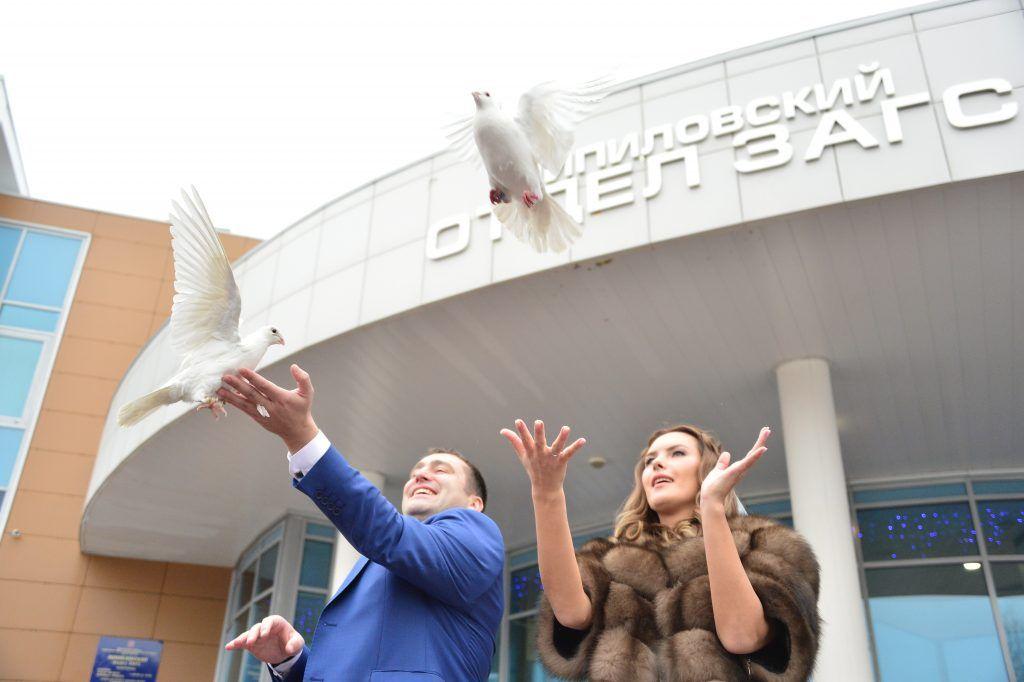 Почти 100 пар поженятся в преддверии Международного женского дня в Южном округе. Фото: Пелагия Замятина, «Вечерняя Москва»