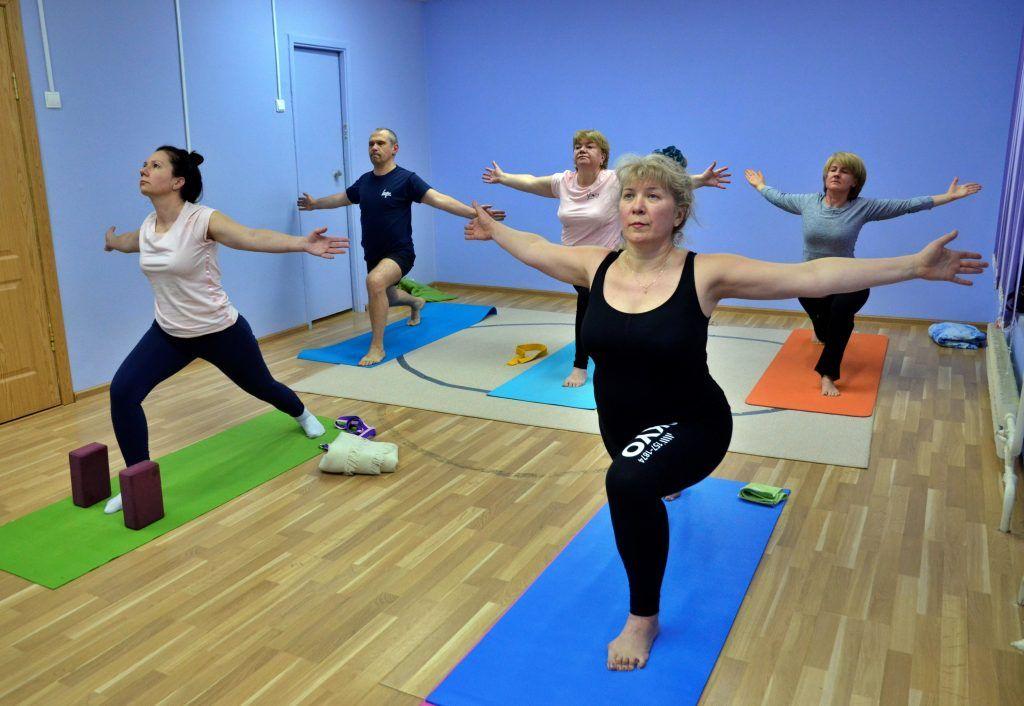 Основам йоги научили гостей Территориальной клубной системы «Орехово»