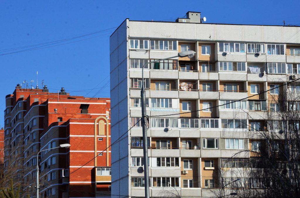 Фасады и кровли семи домов обновят в Бирюлеве Западном