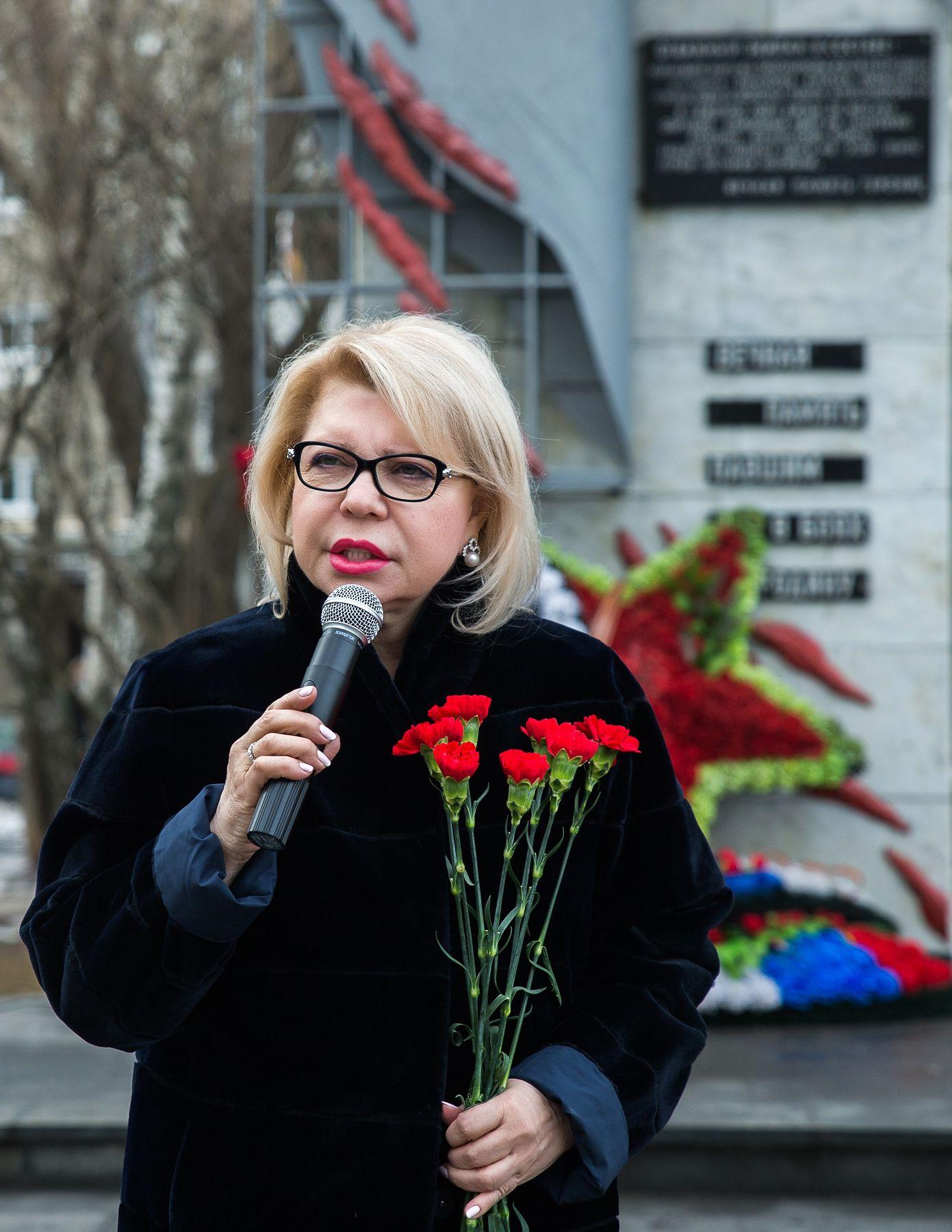 Депутат Государственной Думы Елена Панина поздравляет ветеранов и всех москвичей с Днем защитника Отечества