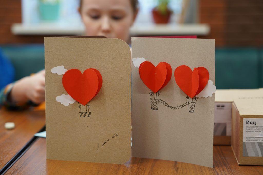 Мастер-класс по созданию открытки прошел в Культурном центре «Дружба»