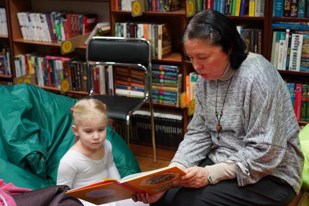 Познавательные сказки прочитали юным гостям библиотеки «Москворечья»