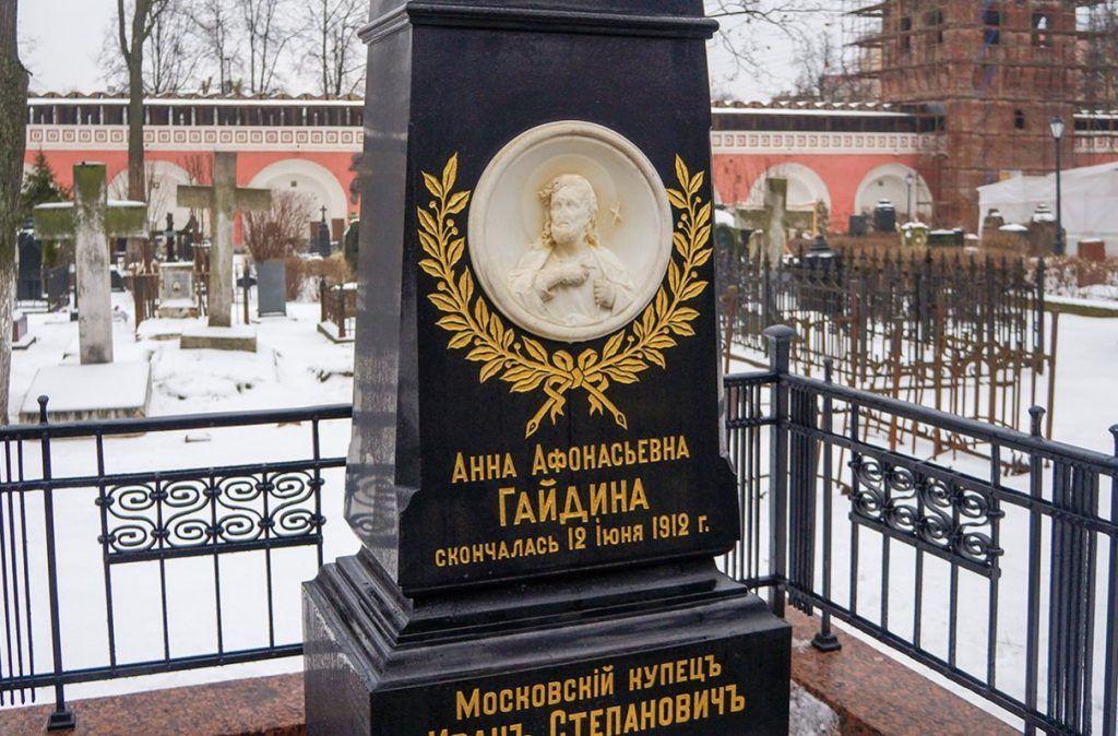 Реставрацию семи исторических надгробий завершили в некрополе Донского монастыря
