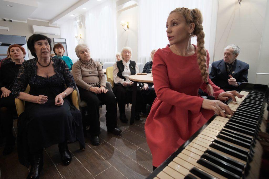 Горожан пригласили на бесплатные мероприятия в центры соцобслуживания