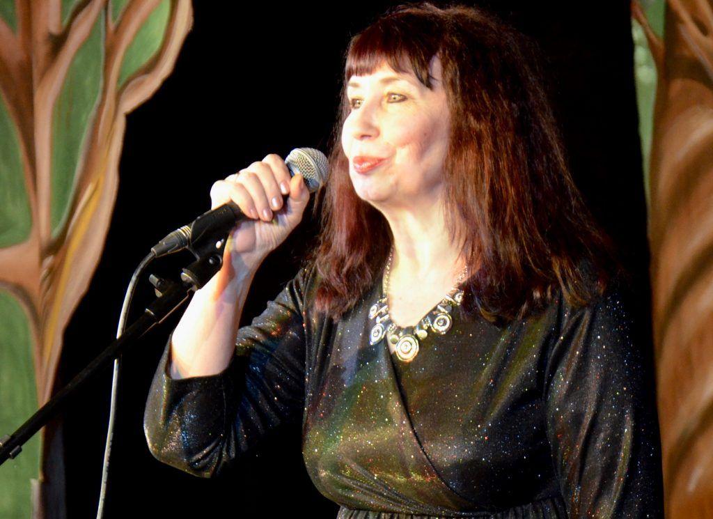 Татьяна не только пишет песни, но и исполняет их. Фото предоставила Татьяна Кизим