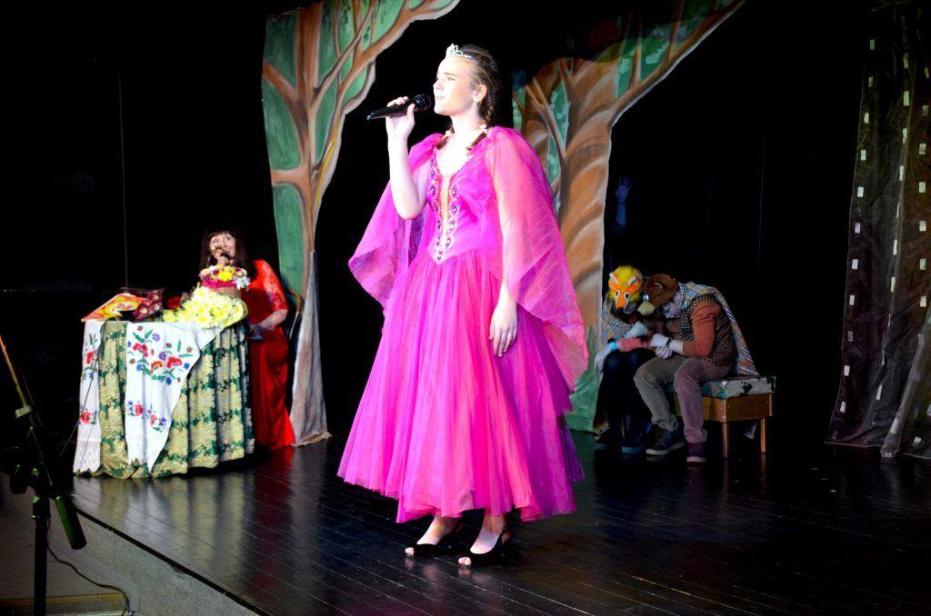 Анастасия Гарина исполняет соло Жар-птицы в том самом платье. Фото предоставила Татьяна Кизим