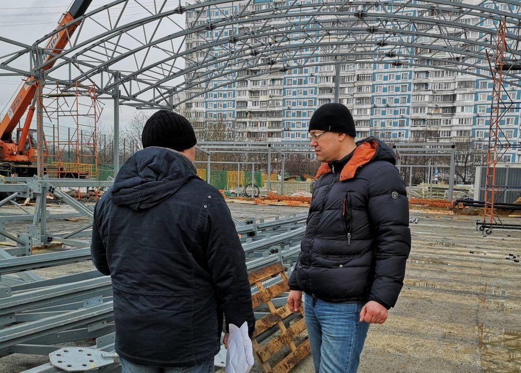 Ход строительства катка проверили в Орехове-Борисове Южном