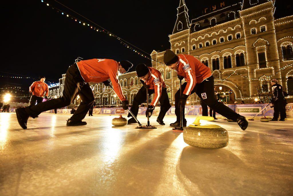 Каток на Красной площади закрыли из-за турнира по керлингу
