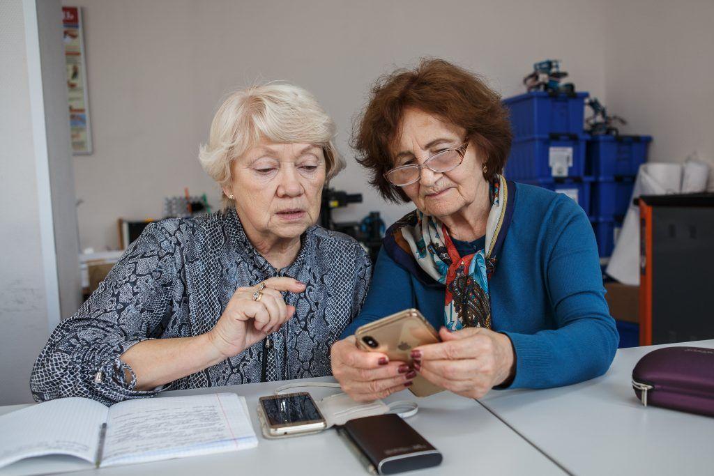 Представители старшего поколения освоят хитрости популярного мессенджера