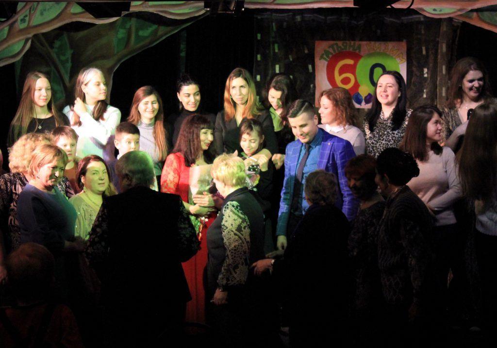 Татьяна Кизим в окружении семьи, коллег и друзей. Фото: Мария Канина