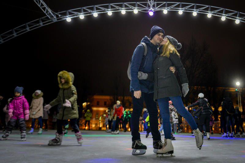 Парки Москвы пригласили отметить День всех влюбленных. Фото:Наталья Феоктистова