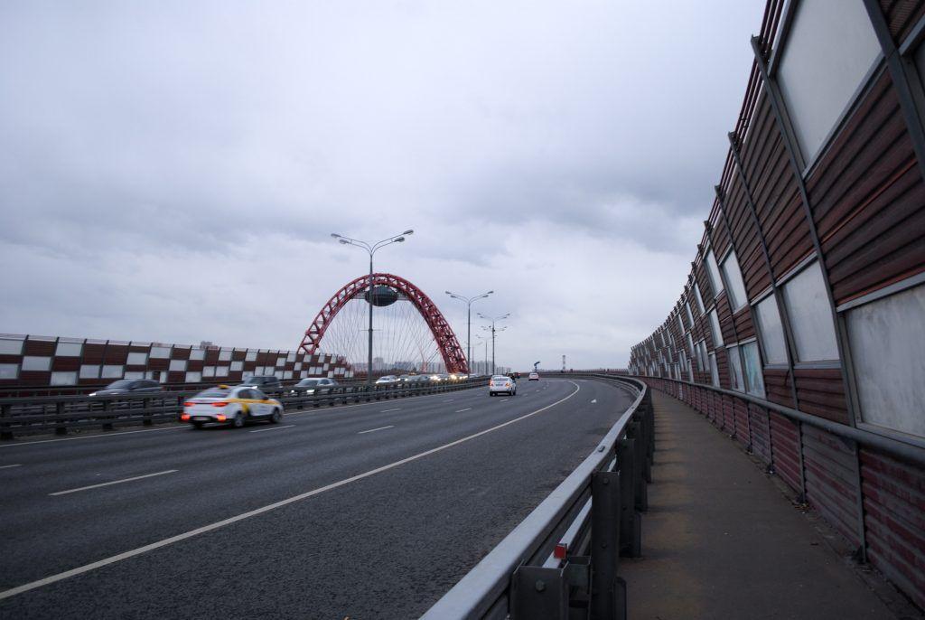 Шумозащитные заборы поставят на четырех участках магистралей в Москве