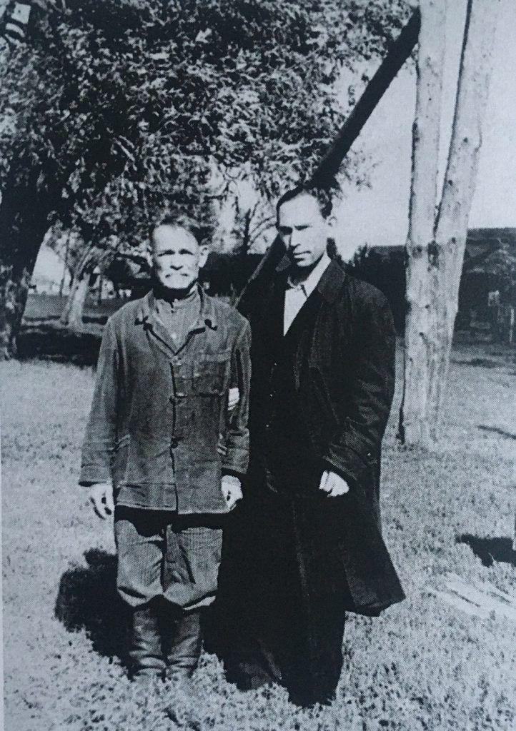 Андрей Федорович со своим отцом в студенческие годы. Фото из личного архива