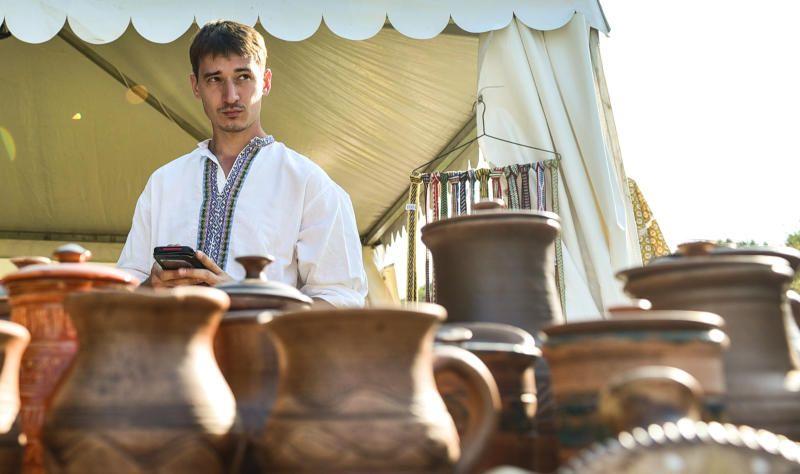 Блюдо «Царь-поднос» и народные коллективы: фестиваль «Русское поле» состоится в Москве